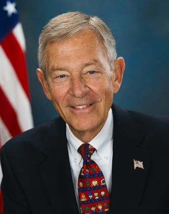 473px-George_Voinovich,_official_photo_portrait,_2006
